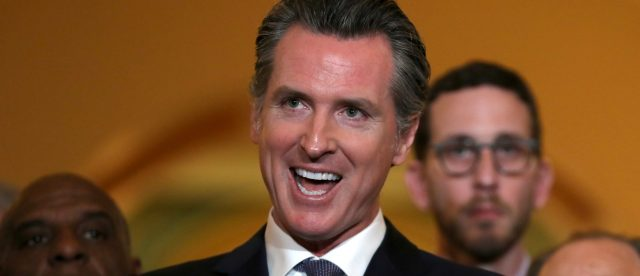 california-gov.-signs-a-bill-requiring-presidential-candidates-to-submit-tax-returns
