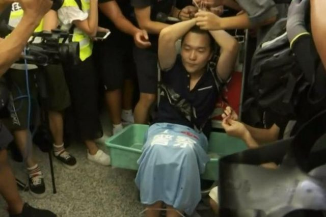 journalist-for-china's-global-times-brutally-'arrested'-by-hk-airport-protesters