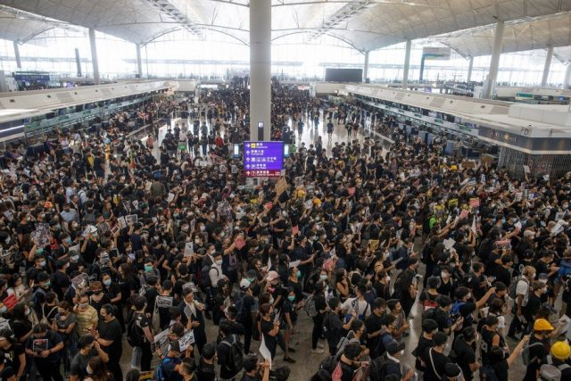 china-vows-no-'mercy'-for-hong-kong-protesters,-threatens-military-invasion