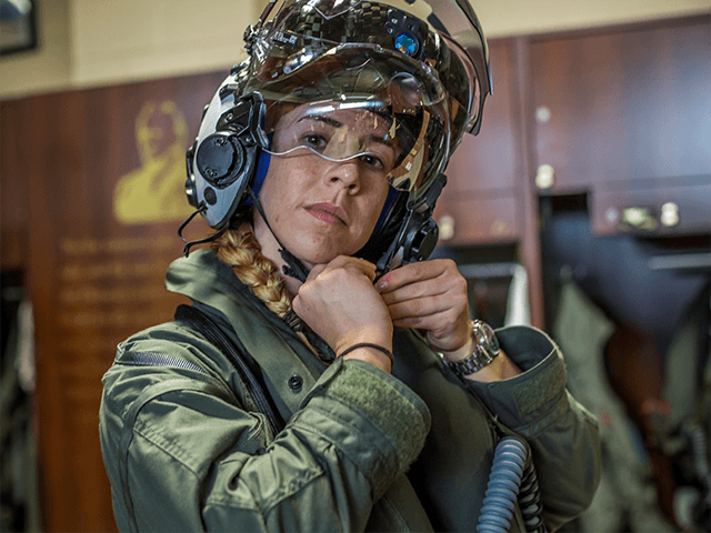 pilot-becomes-first-woman-to-fly-f-35-fighter-jet-for-marine-corps