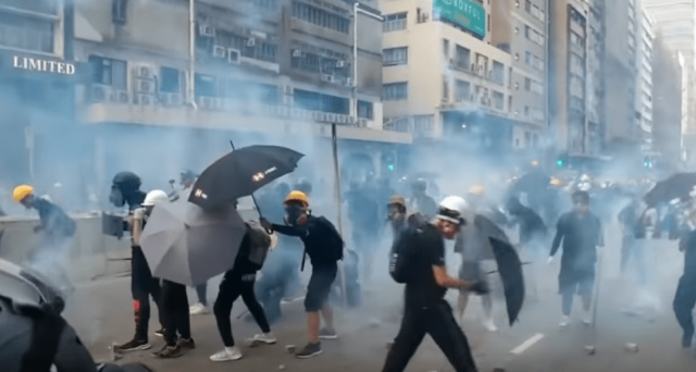 watch-video-–-hong-kong-police-use-tear-gas-to-try-and-disperse-protesters