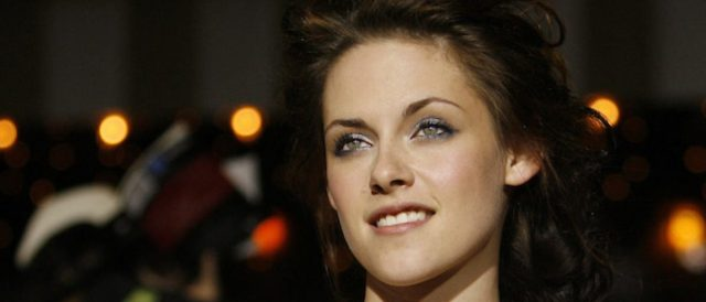 kristen-stewart-says-she-was-told-holding-'her-girlfriend's-hand-in-public'-might-hurt-her-career-chances