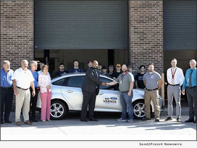 news:-ray-varner-ford,-in-partnership-with-ford-motor-company,-donates-ford-focus-to-anderson-county-high-school