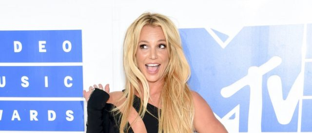britney-spears-lights-up-instagram-with-great-pictures
