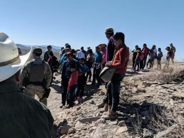 feds:-nearly-900-migrants-with-mumps-disease-arrived-in-us.-last-year