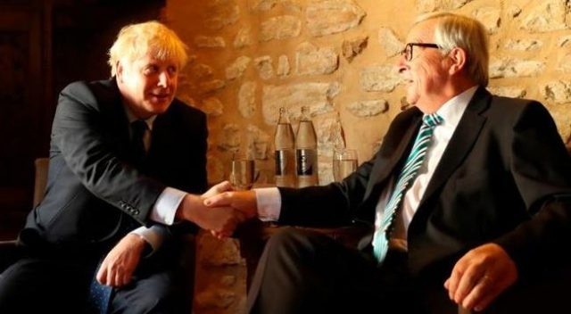 shrieking-protesters-force-boris-johnson-to-pull-out-of-luxembourg-press-conference
