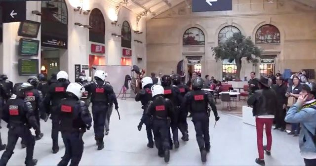 watch:-riot-police-chase-yellow-vests-through-paris-train-station,-pianist-plays-on-amid-chaos