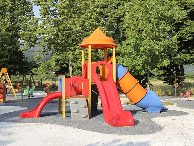 kindergartner-blows-up-used-condom-after-finding-it-on-playground