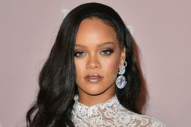 rihanna-rejected-super-bowl-for-kaepernick:-'i-couldn't-be-a-sellout'