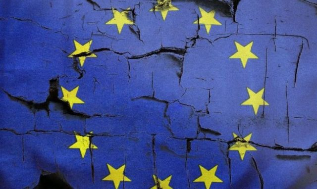 """eu-politicians-turn-to-""""ball-of-snakes""""-to-make-own-careers"""