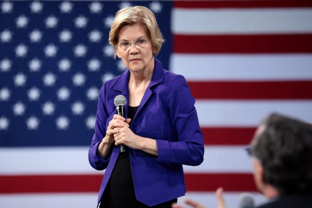 the-media-bend-over-backward-to-protect-elizabeth-warren-from-the-washington-free-beacon's-damaging-scoop