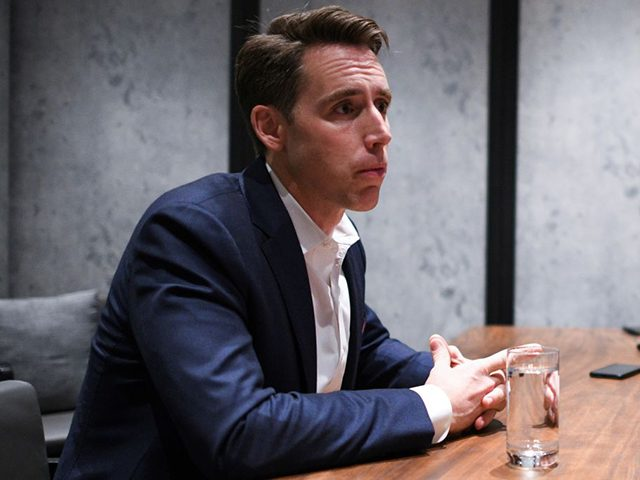 josh-hawley:-bush's-globalist-'new-world-order'-has-made-the-elites-rich,-eroded-'middle-class-way-of-life'