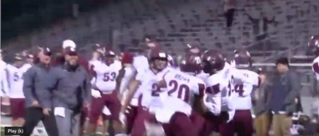 high-school-football-player-asks-to-pray-with-opponent-whose-mom-has-cancer