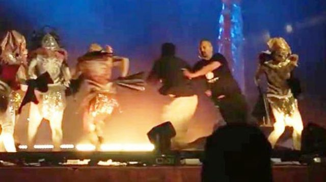 performers-stabbed-on-saudi-stage-amid-controversy-over-mbs'-liberalization-initiative
