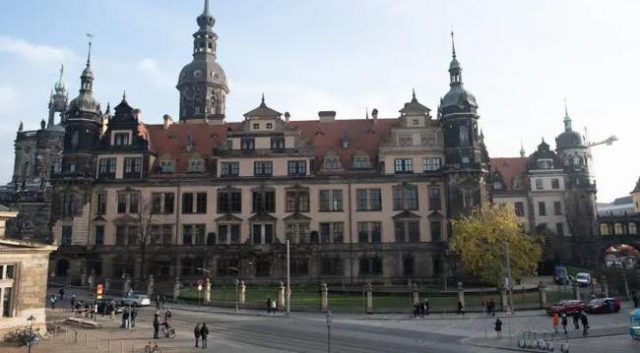 biggest-art-robbery-since-ww2:-thieves-steal-priceless-jewels-from-dresden-museum