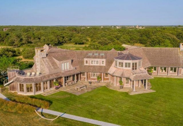 obamas-officially-purchase-$11.75-million-waterfront-mansion-in-martha's-vineyard