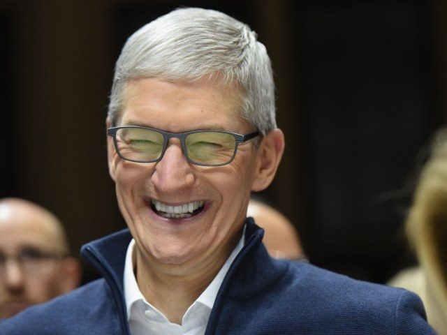 apple-accused-of-monitoring-former-executive's-text-messages