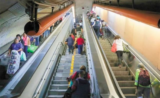 no-1-problem:-mexico-city's-subway-escalators-being-corroded-by-urine