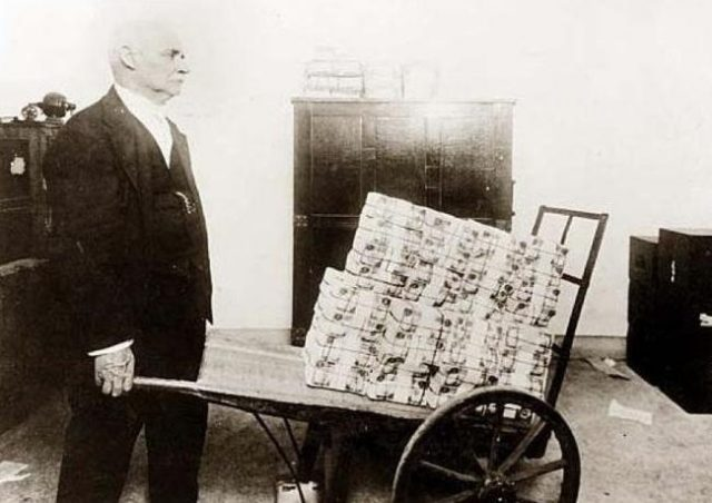 peter-schiff:-hyperinflation-is-now-the-most-probable-scenario