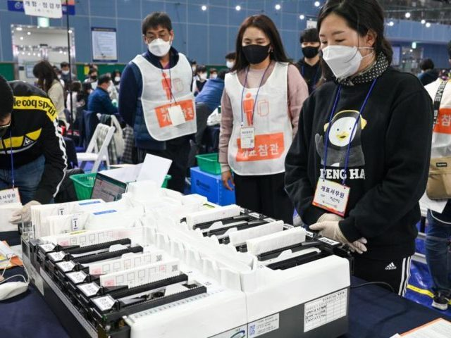 south-korea:-no-coronavirus-cases-linked-to-in-person-national-election