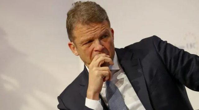 """""""the-latest-stage-in-our-descent-to-the-bottom"""":-deutsche-bank-asks-top-managers-to-skip-month's-salary-in-act-of-""""solidarity"""""""