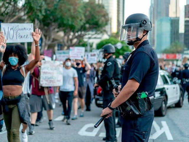 los-angeles-advances-proposed-$150-million-police-funding-cut