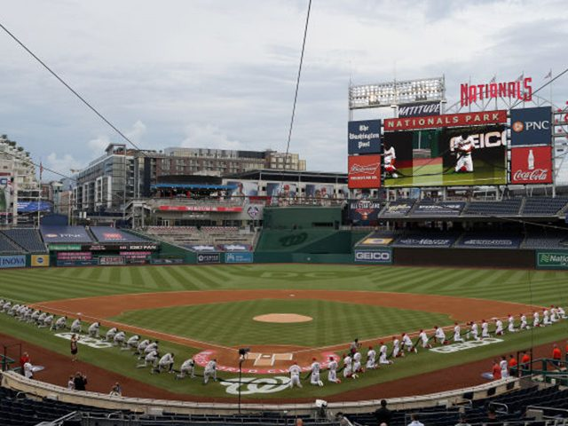 watch:-every-player-and-coach-on-the-yankees-and-nationals-kneels-prior-to-the-national-anthem
