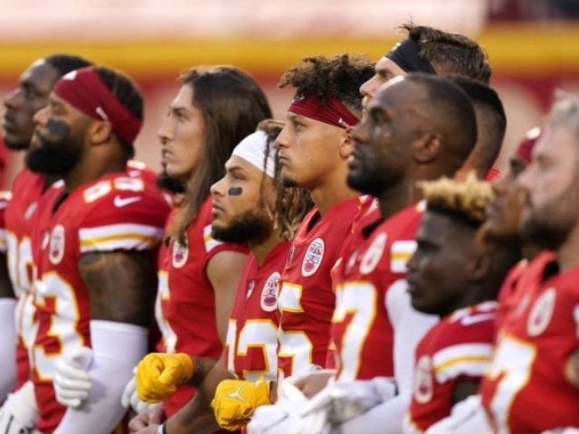 watch:-chiefs,-texans-booed-during-moment-of-'unity'
