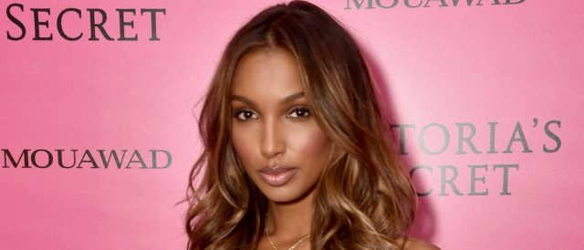 jasmine-tookes-torches-internet-with-animal-print-swimsuit-shot
