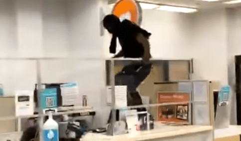 watch-thief-steal-from-walgreens-while-being-filmed