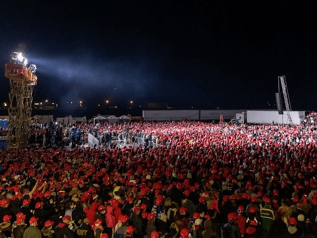 tens-of-thousands-attend-late-night-rallies-for-trump-in-wisconsin,-michigan