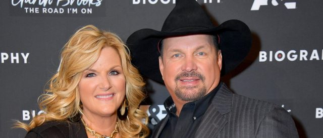garth-brooks-and-trisha-yearwood-hosting-holiday-special