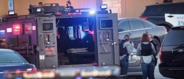 police-search-for-gunman-who-shot-8-people-at-wisconsin-mall