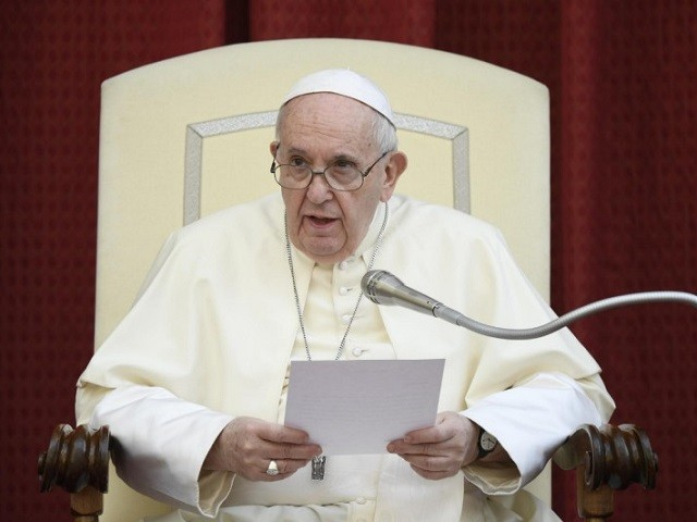 pope-francis-criticizes-groups-protesting-covid-lockdowns,-calls-for-new-political-and-economic-systems