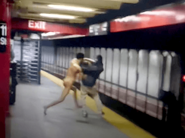video:-naked-man-dies-after-allegedly-pushing-stranger-onto-nyc-subway-tracks