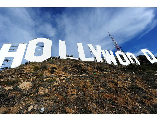 six-arrested-for-'way-uncool'-hollywood-sign-change