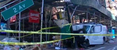 van-crashes-into-outdoor-dining-area,-scaffolding-in-manhattan,-injures-8-people