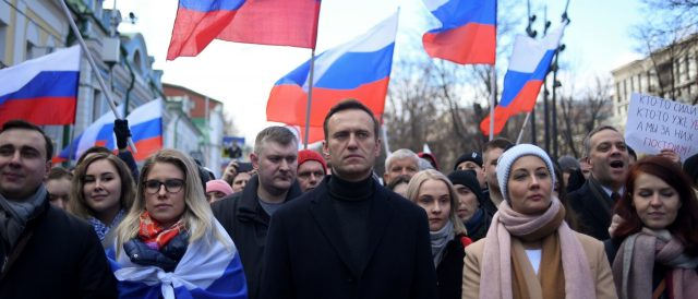 russian-police-raid-election-forum-of-opposition-party,-detain-hundreds