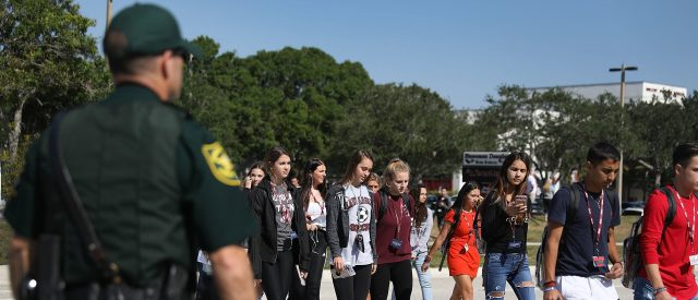 florida-students-rally-in-support-of-school-resource-officer-fired-for-using-'n-word'
