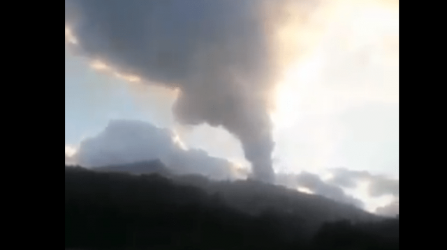 watch-–-volcano-eruption-in-caribbean-prompts-mass-evacuation-during-popular-vacation-week