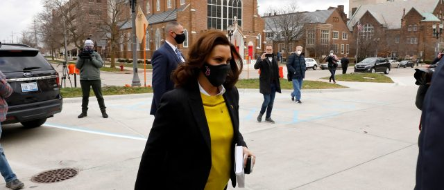 gov.-whitmer-calls-for-remote-learning,-two-week-pause-on-indoor-dining-and-youth-sports