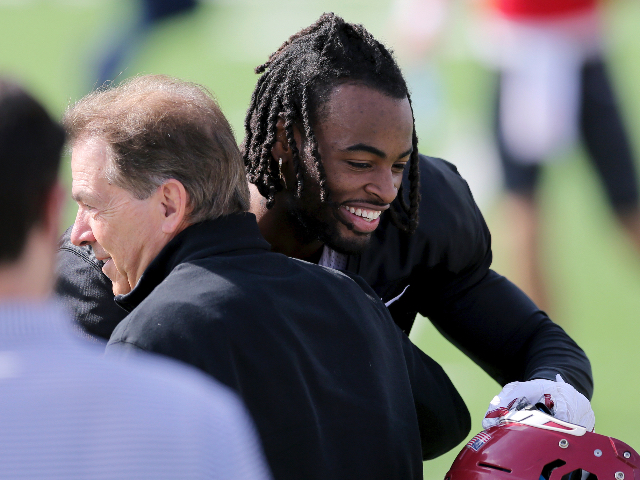 steelers-star-draft-pick-najee-harris-hosts-pizza-party-at-homeless-shelter