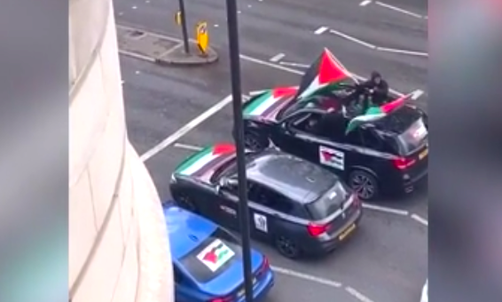 watch-–-convoy-drives-through-london-shouting-'f**k-the-jews,-rape-their-daughters'