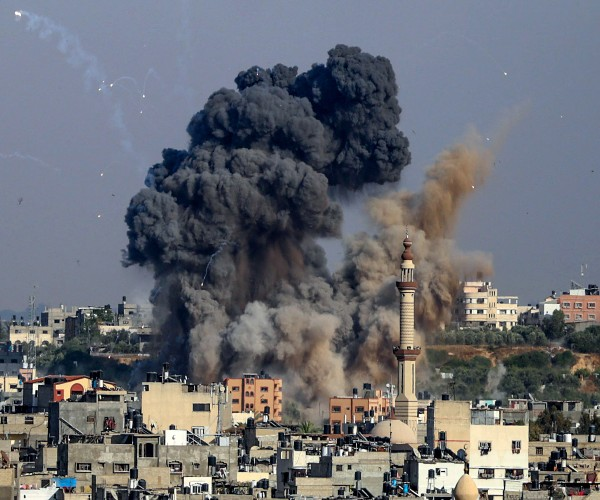 israel-hamas-cease-fire-goes-into-force,-sparking-celebrations