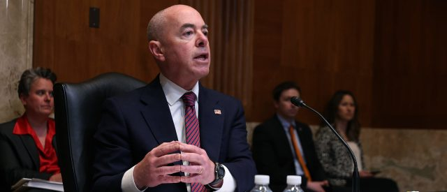 dhs-secretary-defends-handling-of-border-crisis-even-though-migrants-are-flooding-into-us