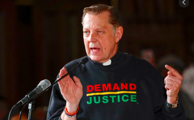 chicago-priest-cleared-of-sex-abuse-allegations-holds-first-mass-since-reinstatement