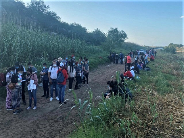 exclusive:-texas-to-build-its-own-border-barriers,-says-governor
