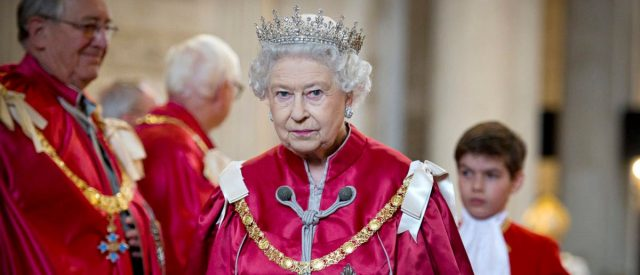 fact-check:-do-americans-pay-a-percentage-of-their-taxes-to-the-queen-of-england?