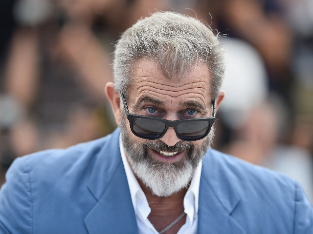 left-triggered-over-video-apparently-showing-mel-gibson-saluting-donald-trump-at-ufc-match