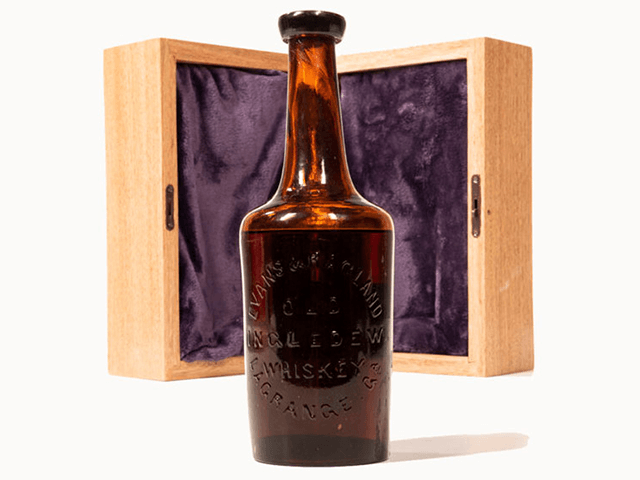 world's-oldest-known-bottle-of-whiskey-sells-for-$137k-at-auction